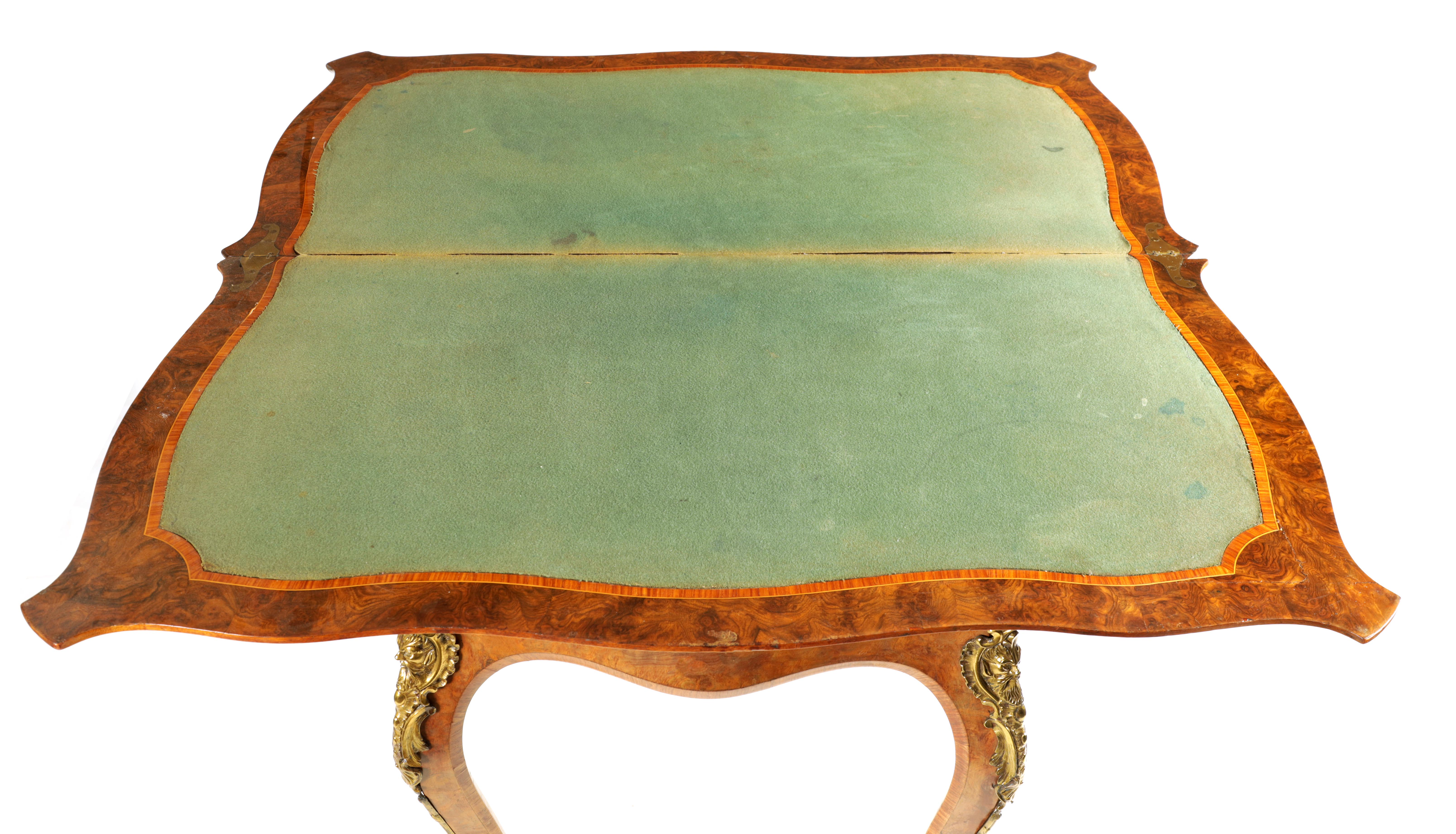 A 19TH CENTURY FRENCH KINGWOOD CROSS-BANDED BURR WALNUT SERPENTINE CARD TABLE with ormolu mounts and - Image 7 of 13