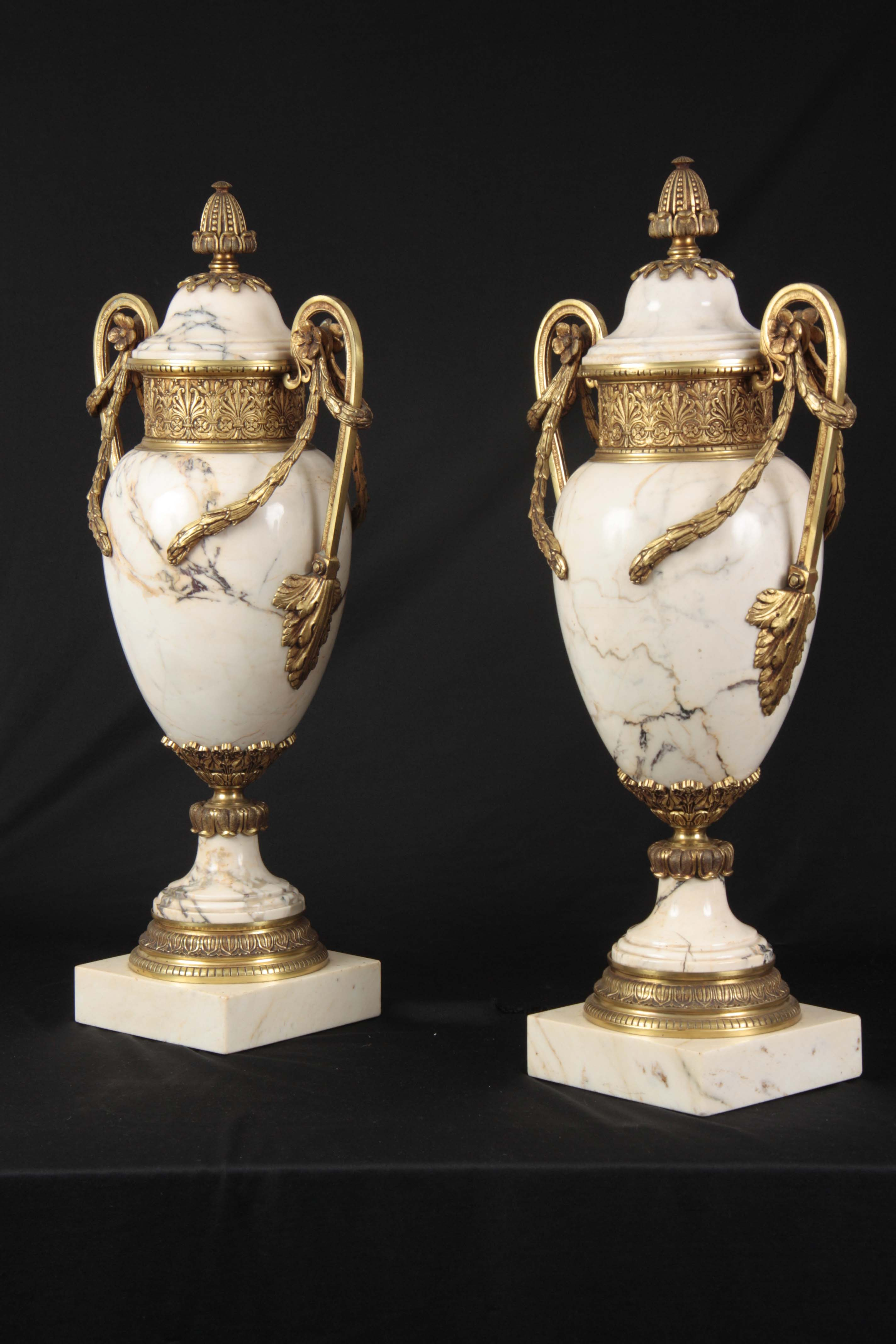 AN IMPRESSIVE PAIR OF FRENCH ORMOLU MOUNTED VEINED WHITE MARBLE CASOLETTES with floral swag work - Image 7 of 8