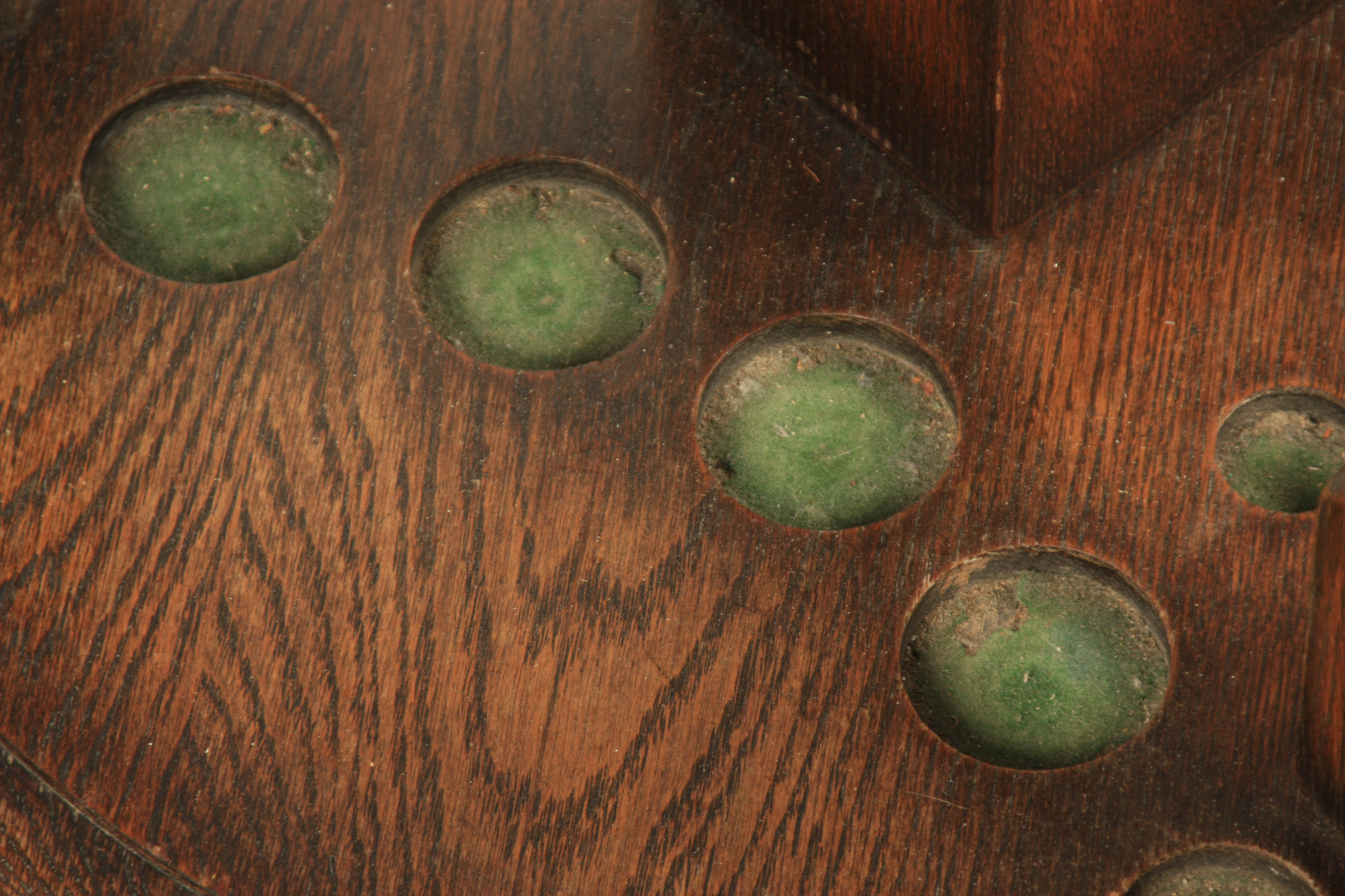 A LATE 19TH/ EARLY 20TH CENTURY REVOLVING OAK SNOOKER CUE STAND the circular base sitting on 3 bun - Image 5 of 5