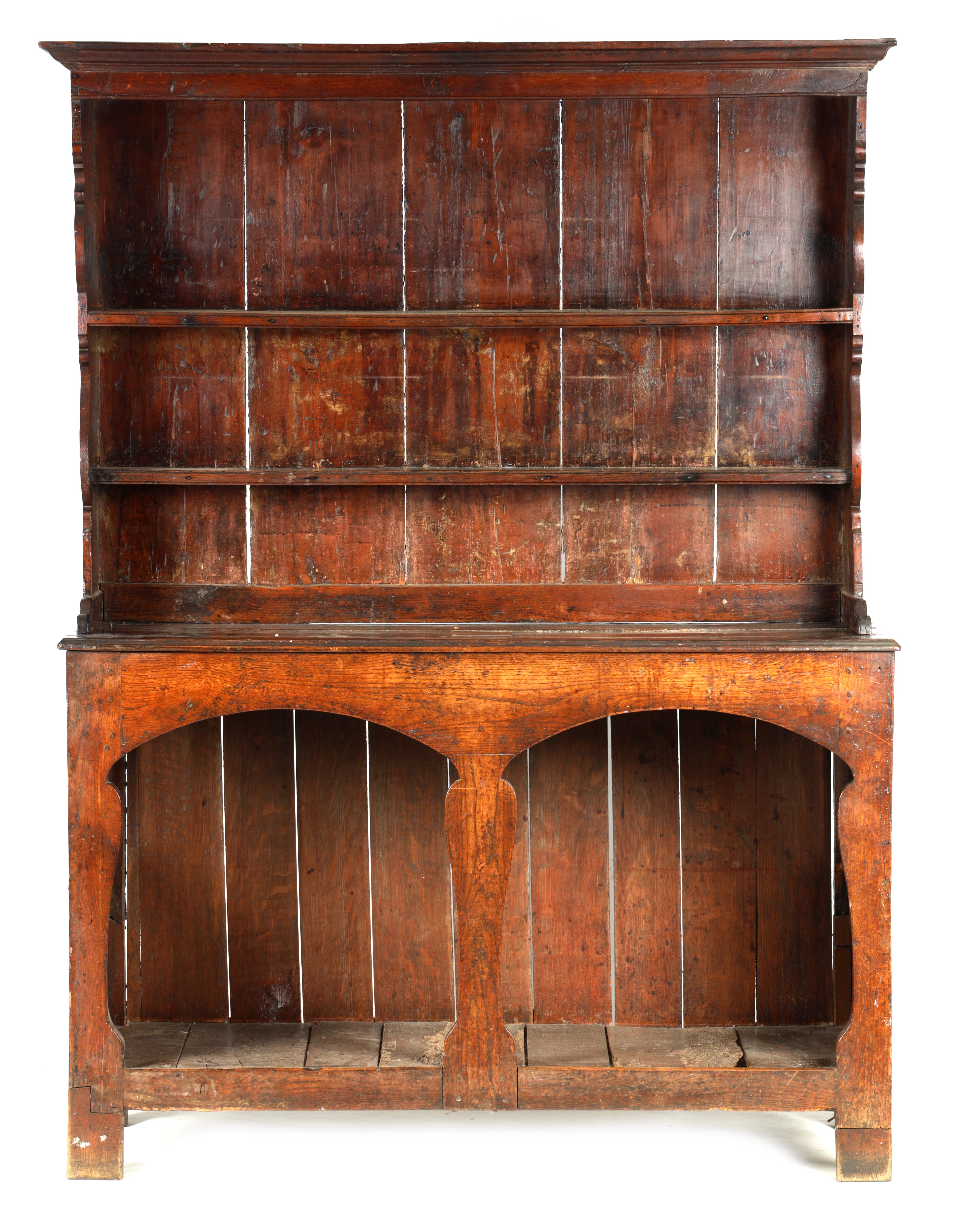 AN EARLY 18TH CENTURY SILHOUETTE LEG OAK DRESSER AND RACK with shaped moulded rack fitted two