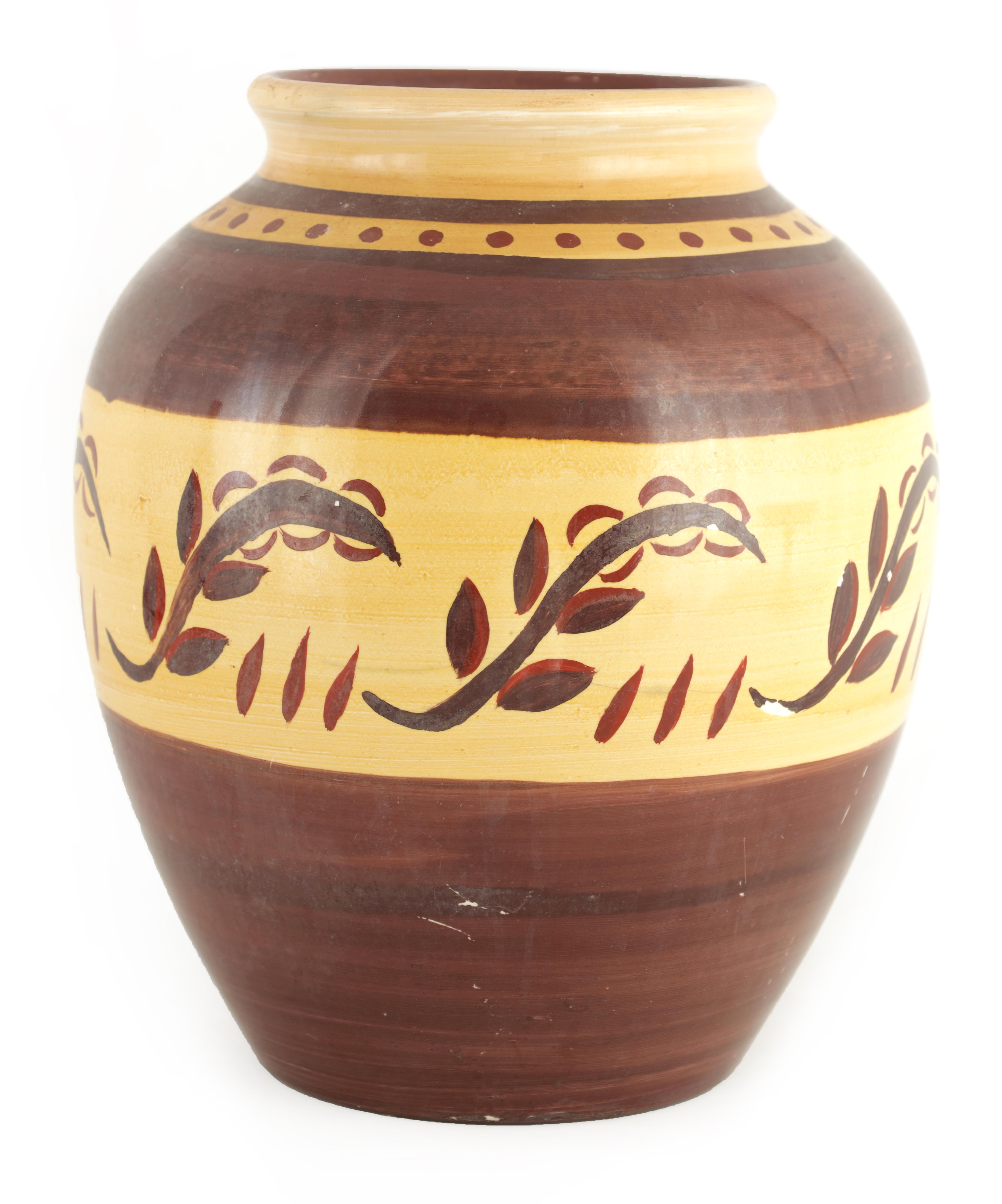 A HIGHLY UNUSUAL 1930S/40S MOORCROFT LARGE BULBOUS VASE decorated with a neutral ground stylised