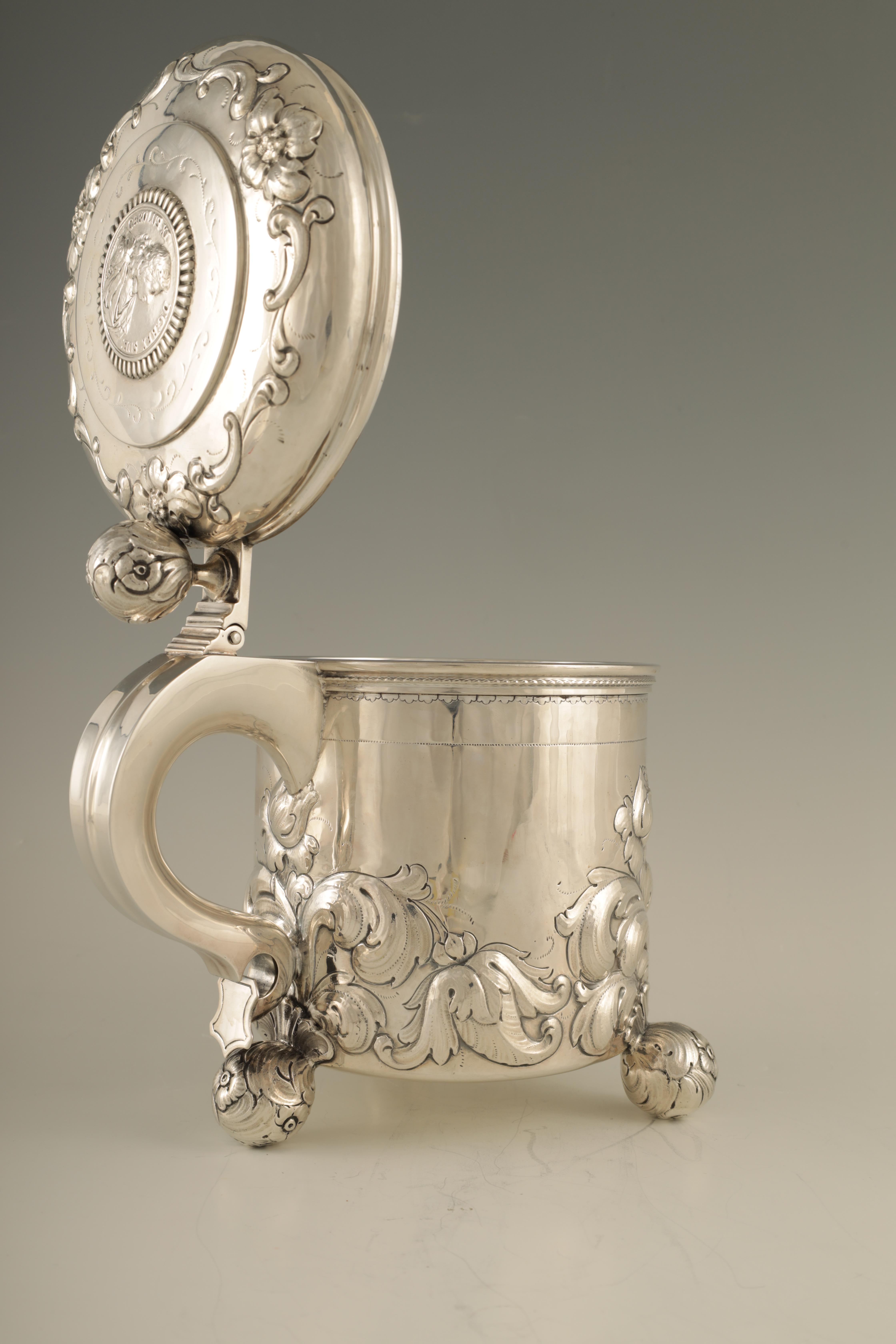 AN IMPRESSIVE EARLY 20TH CENTURY SWEDISH SILVER TANKARD with embossed ball finial to the hinged - Image 4 of 8