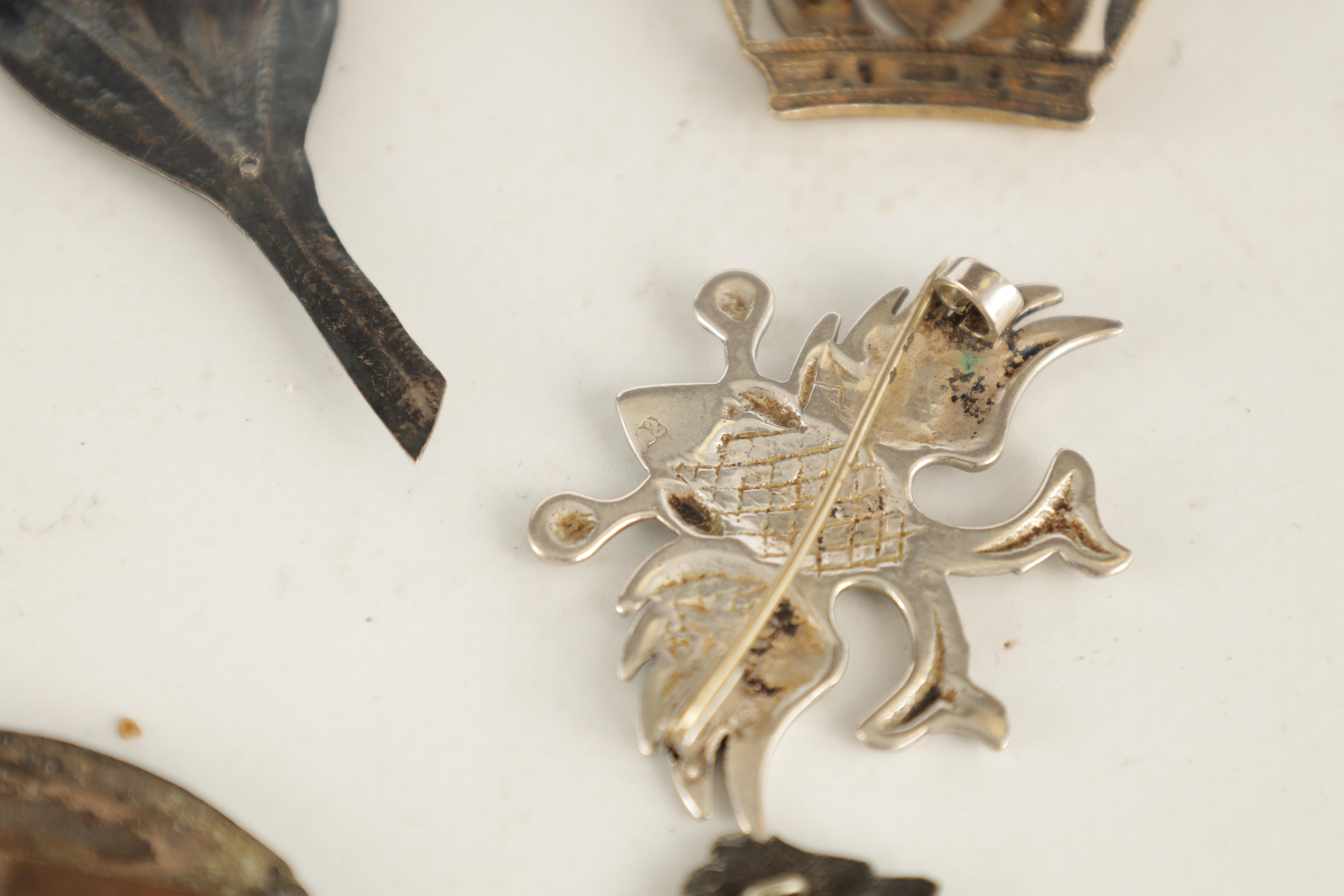 A SELECTION OF SOLID SILVER BADGES AND MOUNTS depicting a pair of hallmarked fern leaves 14cm - Image 4 of 4