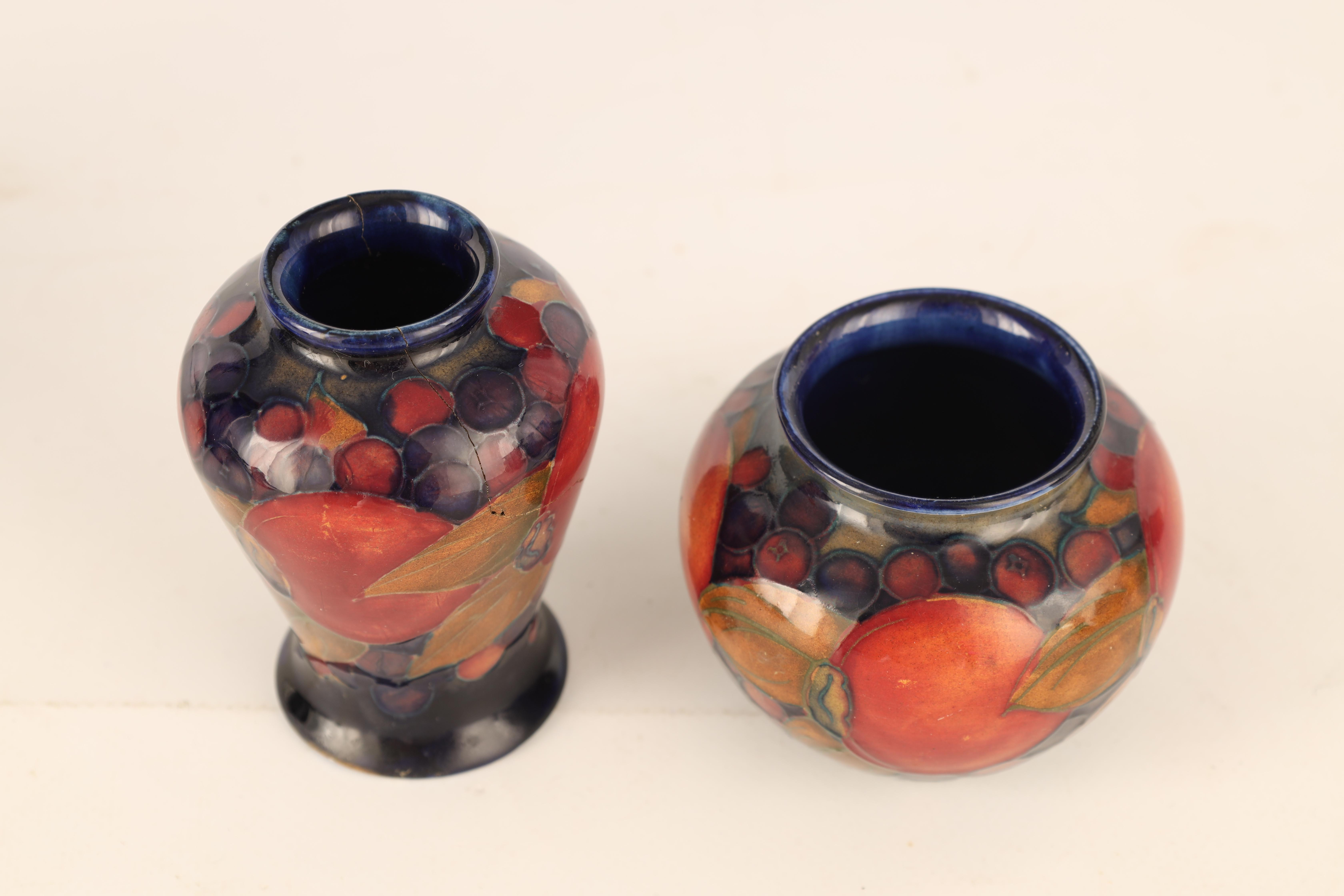 A 1920S MOORCROFT MINIATURE SQUAT BULBOUS VASE tube lined and decorated in the Pomegranate pattern - Image 3 of 5