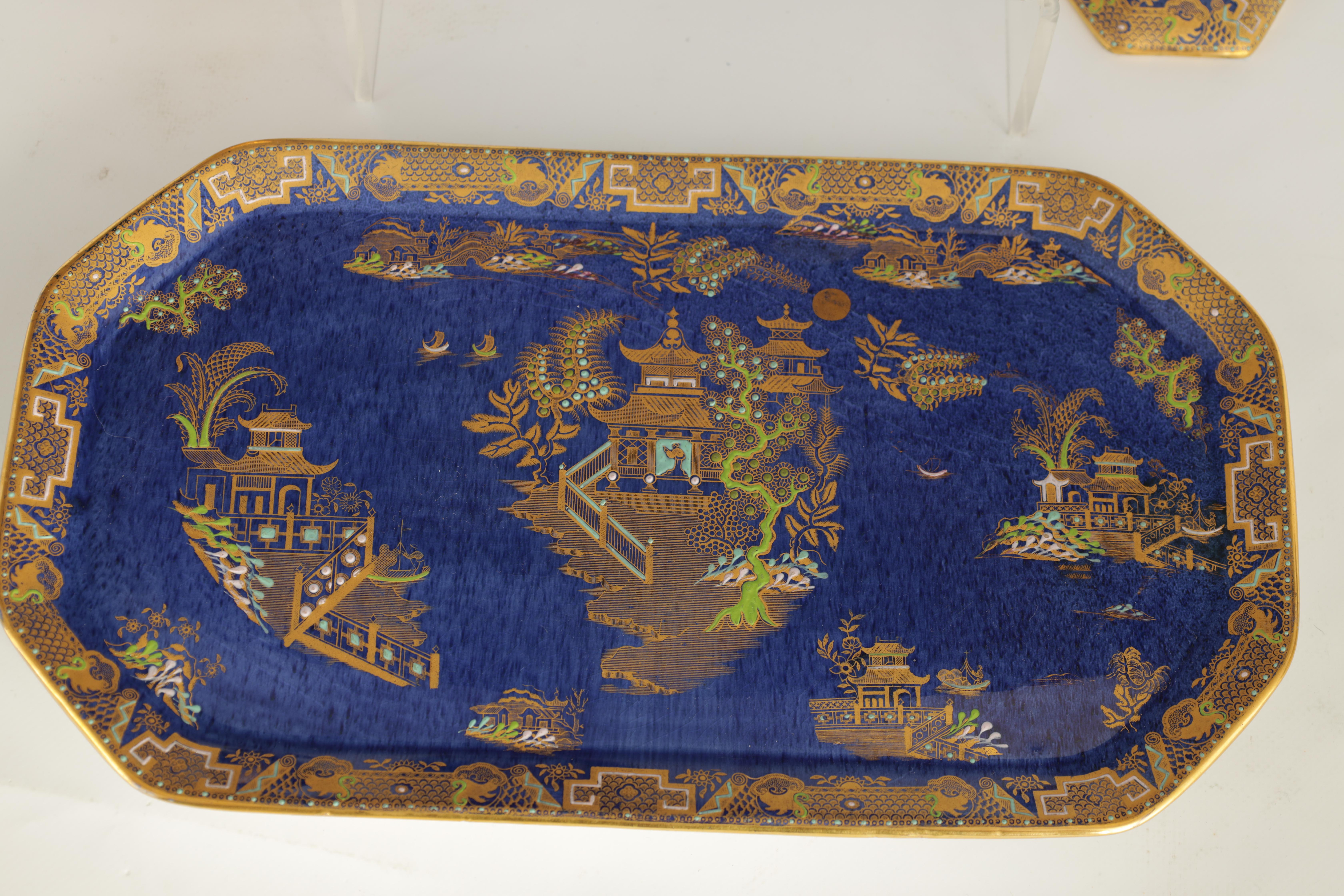 A CARLTON WARE FIVE PIECE DRESSING TABLE SET decorated in an oriental gilt pattern with pagodas - Image 4 of 18