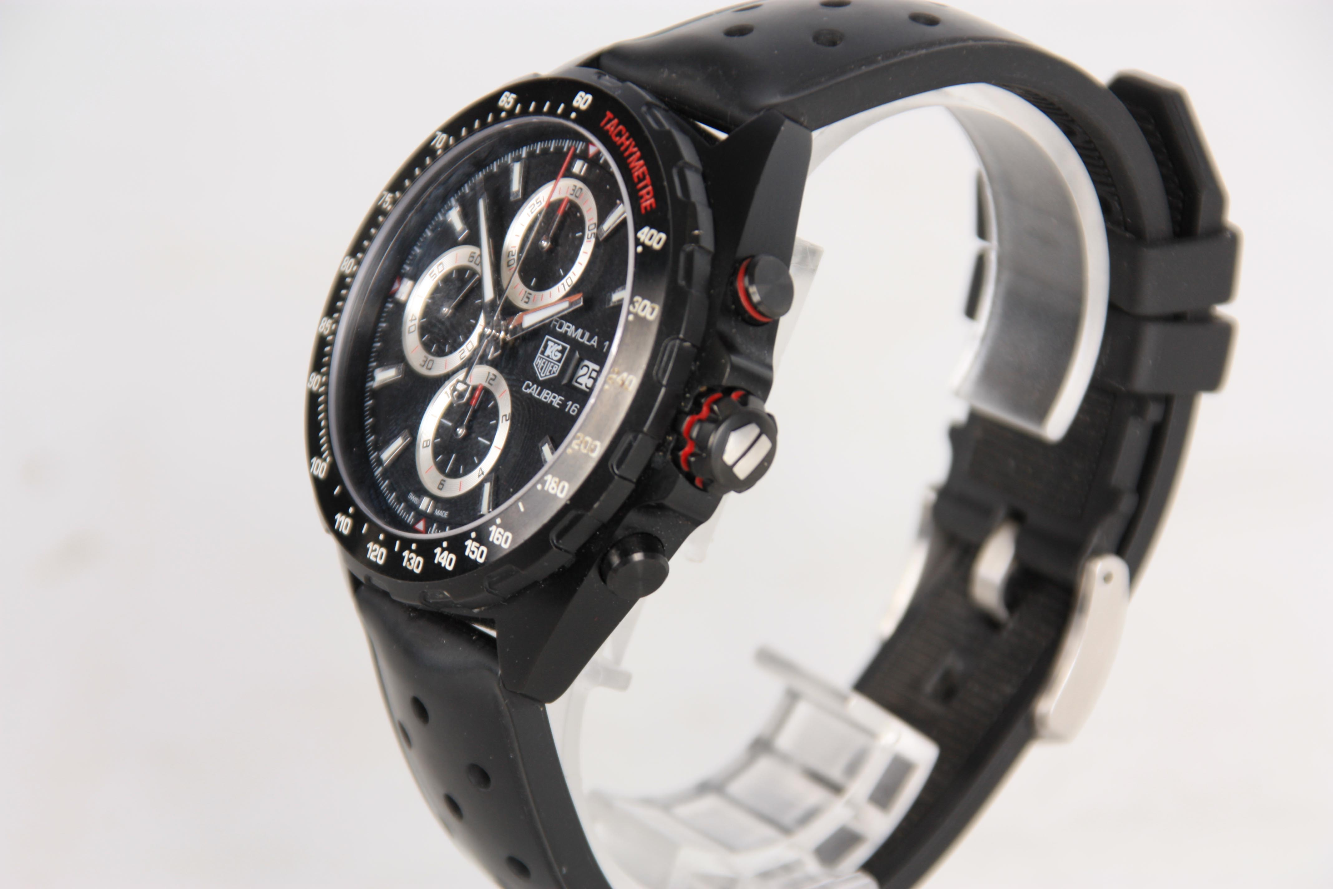 A GENTLEMAN'S TAG HEUER FORMULA 1 CALIBRE 16 AUTOMATIC CHRONOGRAPH WRISTWATCH on original rubber - Image 2 of 3