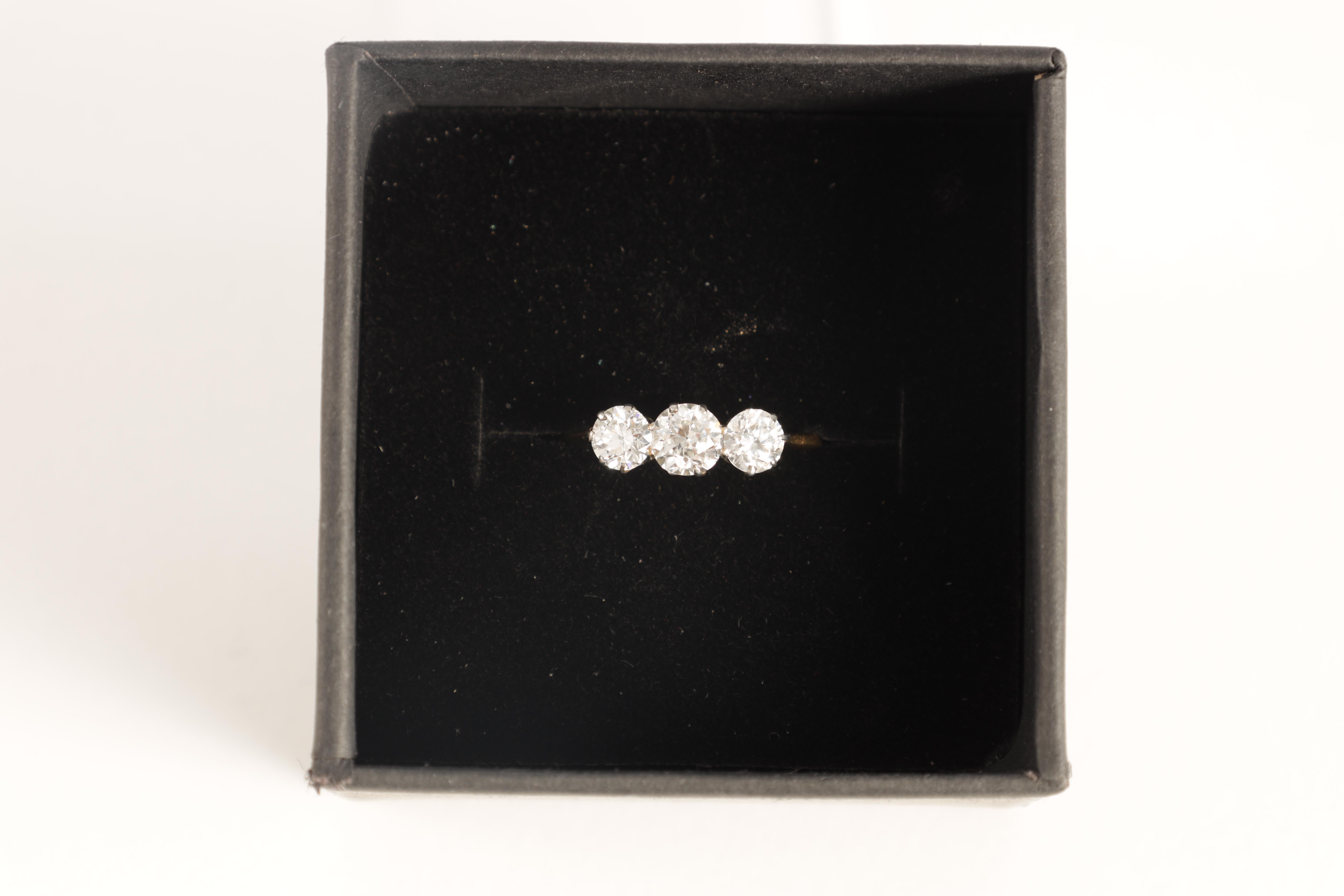 A LADIES THREE STONE DIAMOND RING on an 18ct gold shank, app. 1.2cts. of diamonds, clarity SI2, - Image 5 of 5