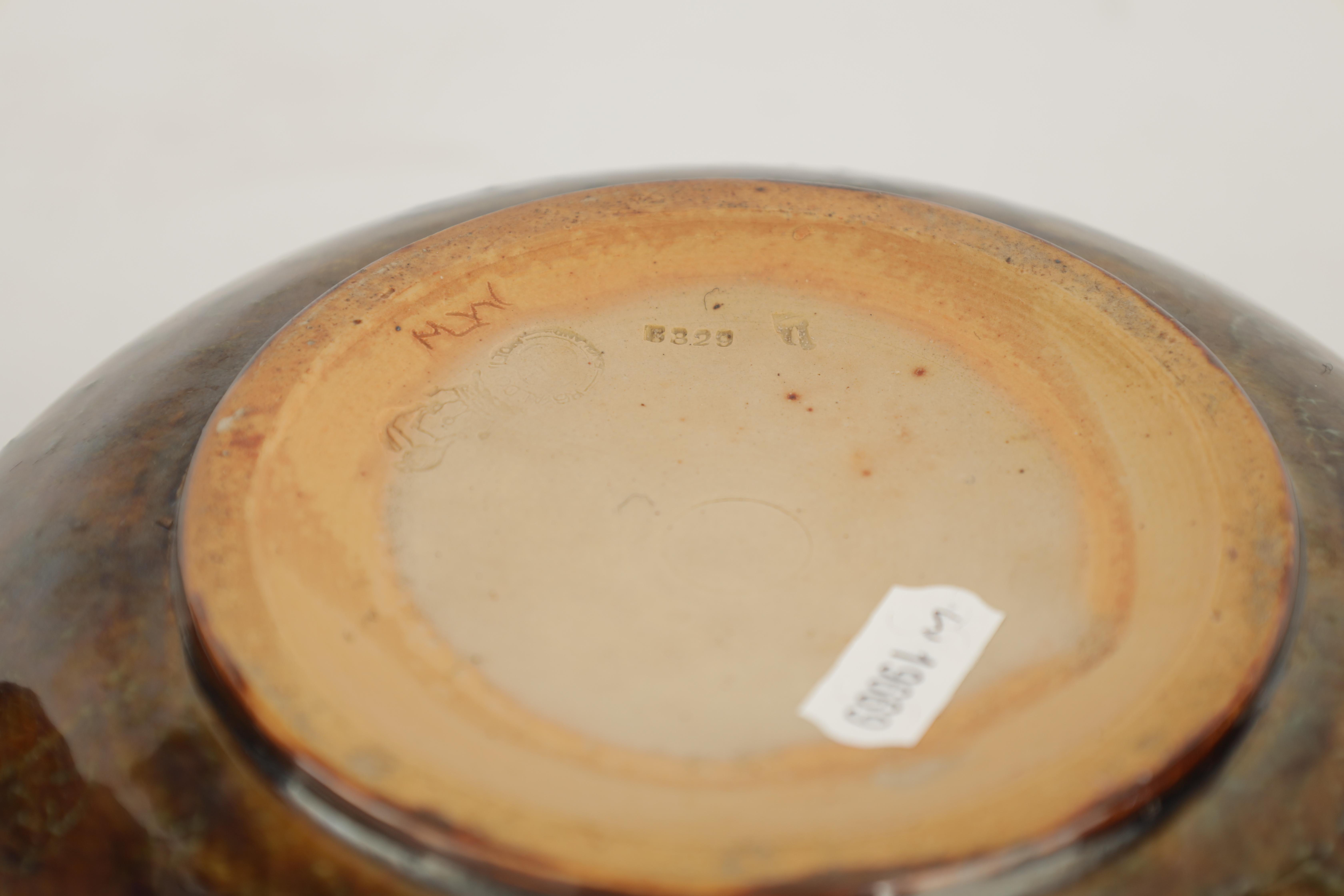 AN UNUSUAL ROYAL DOULTON TAPERED VASE WITH ROUNDED UPPER BODY decorated with designs of fruit and - Image 6 of 7