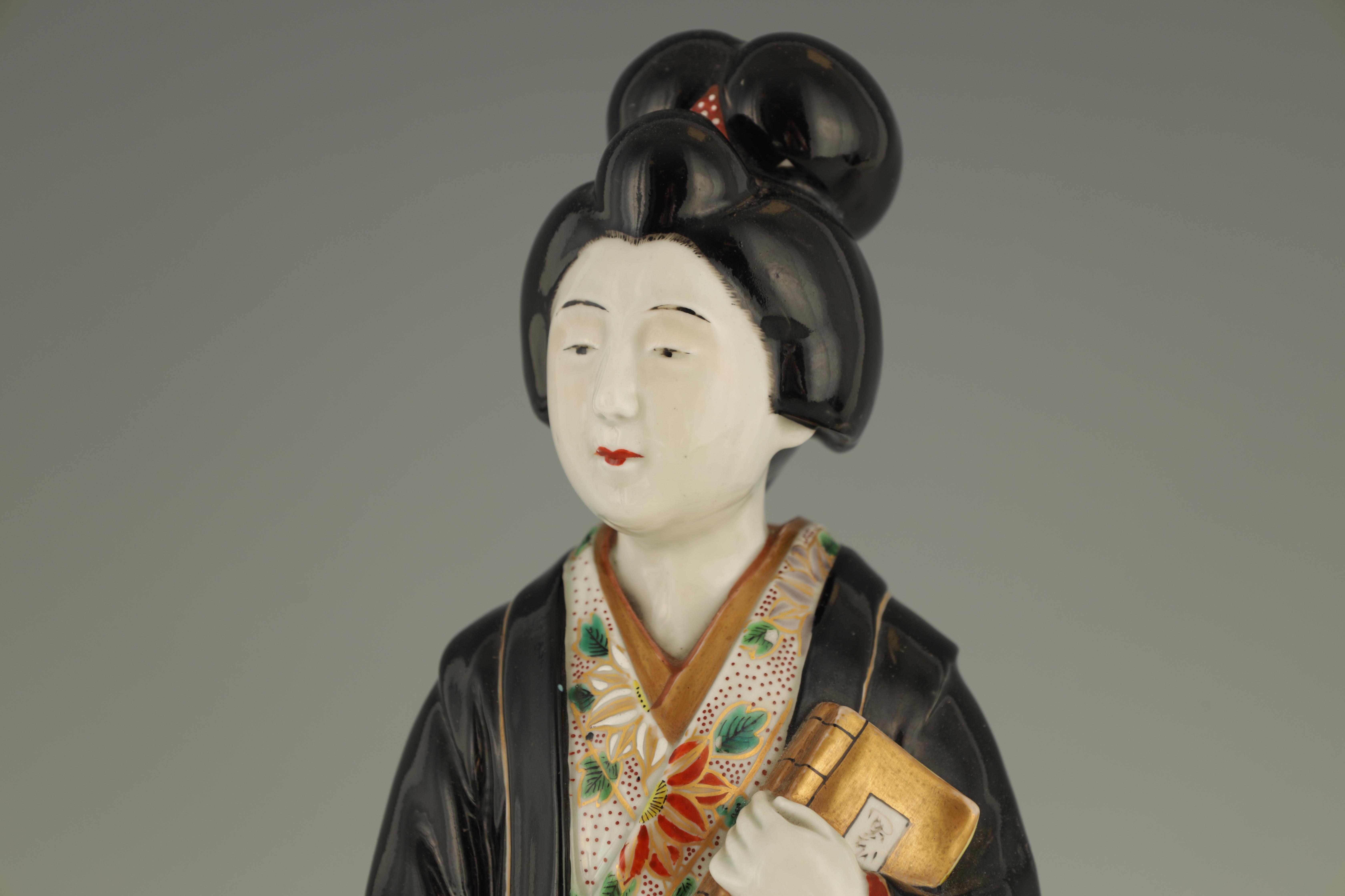 A LARGE MEIJI PERIOD JAPANESE KUTANI FIGURE OF A GEISHA 45cm high - Image 2 of 6