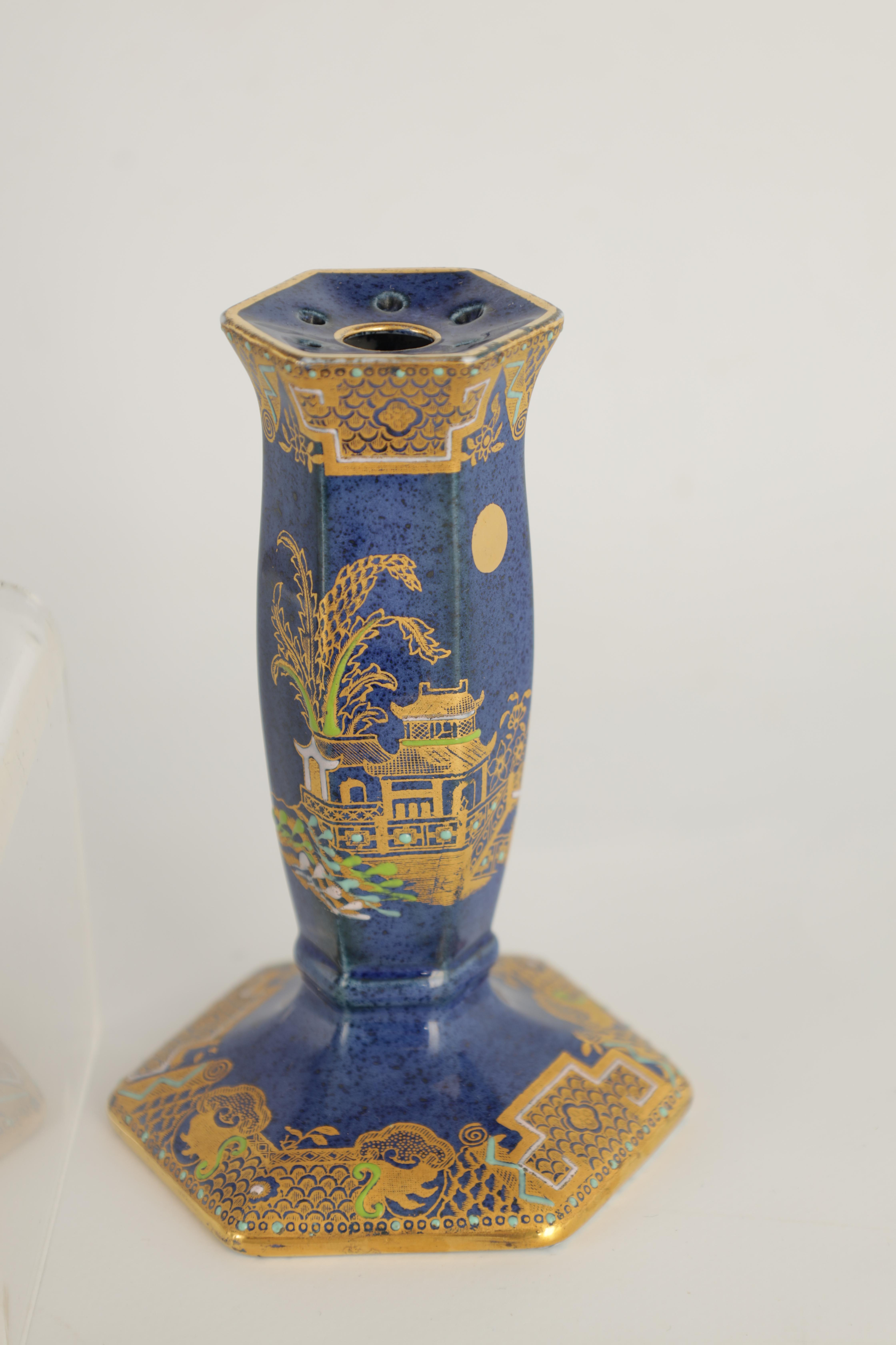 A CARLTON WARE FIVE PIECE DRESSING TABLE SET decorated in an oriental gilt pattern with pagodas - Image 9 of 18