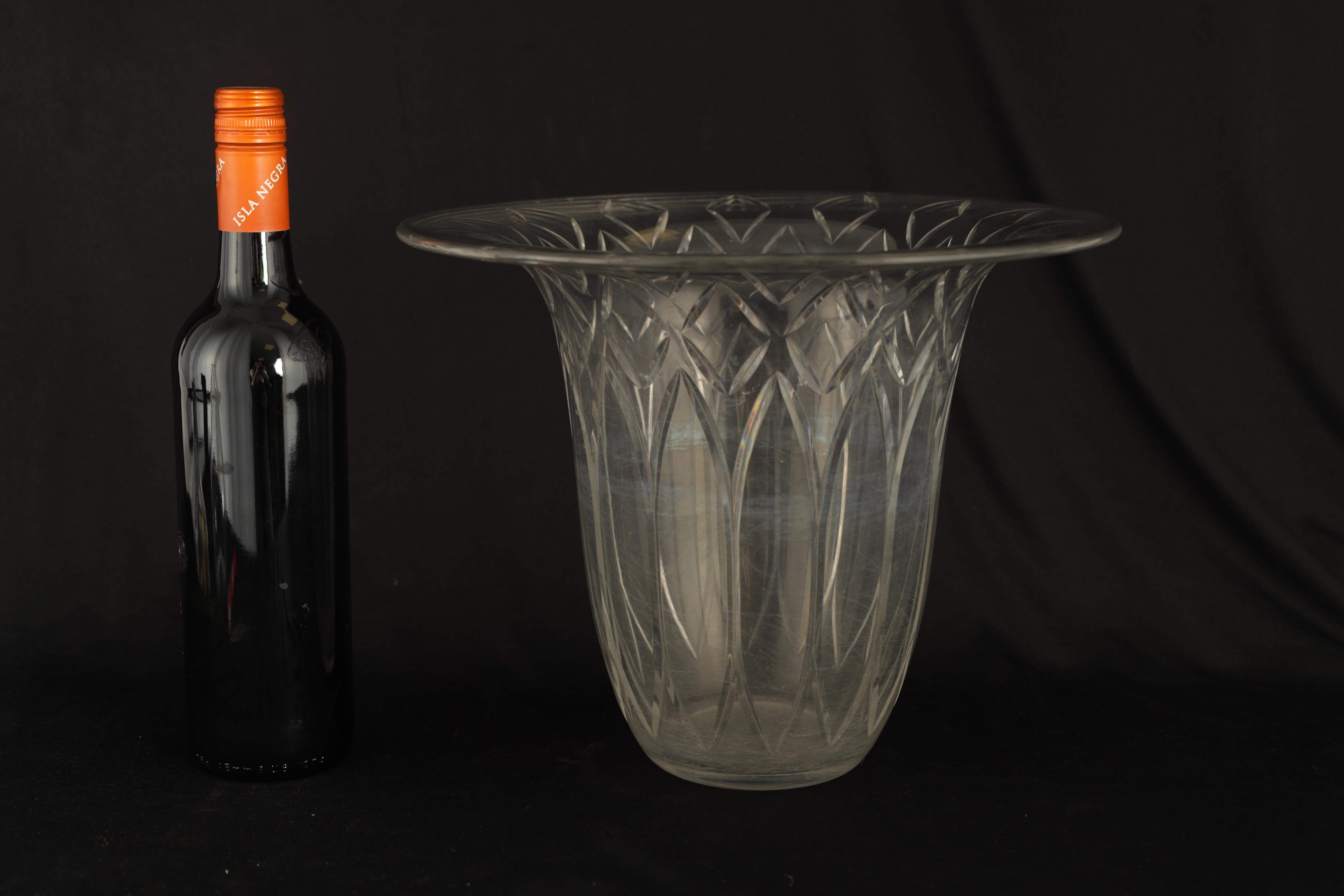 AN EARLY 20TH CENTURY BACCARAT CLEAR GLASS VASE having flared rim and wheel cut petal and diamond - Image 6 of 6