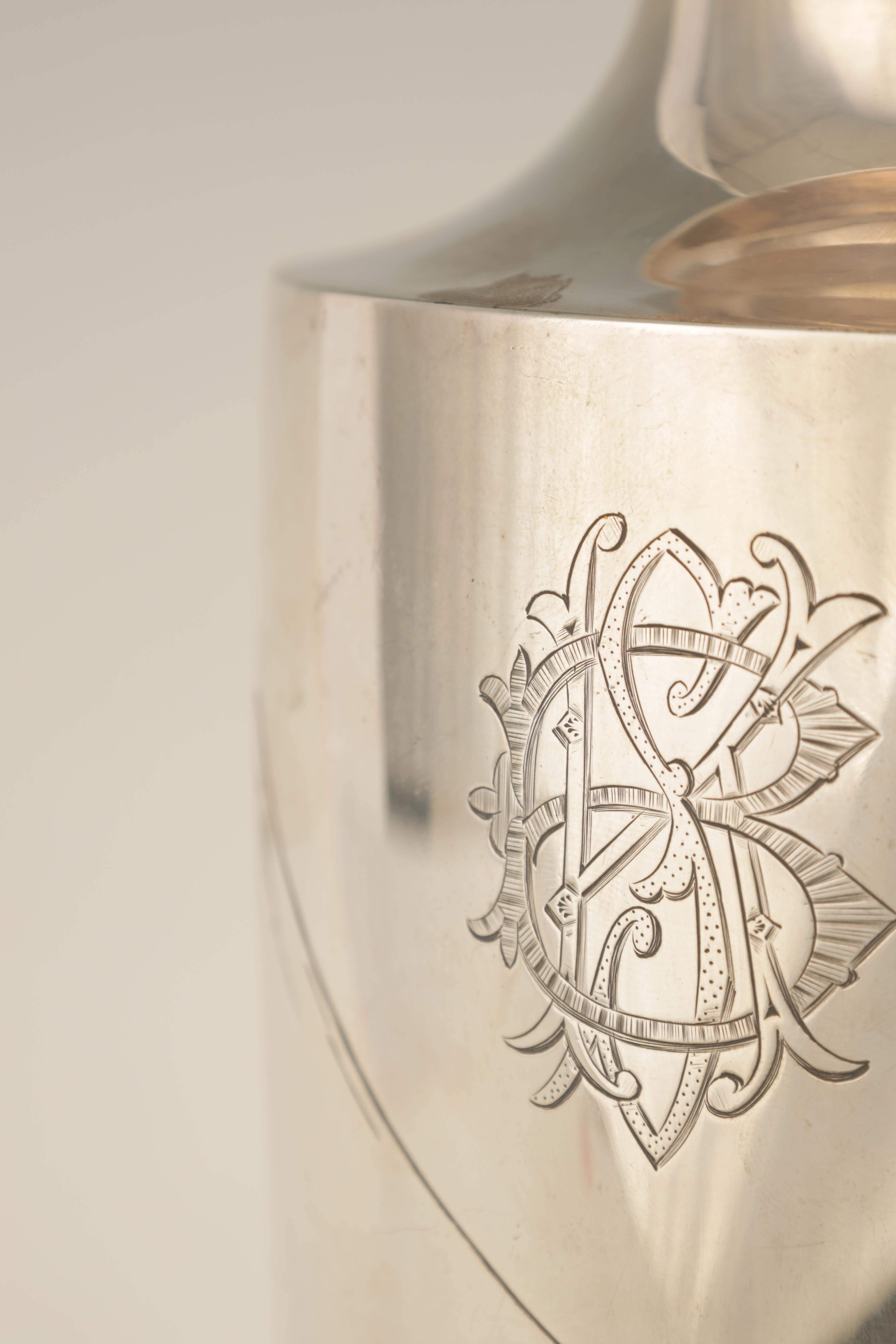 A LARGE JAPANESE MEIJI PERIOD SILVER VASE embellished with gilt highlights and engraved scene of - Image 4 of 6