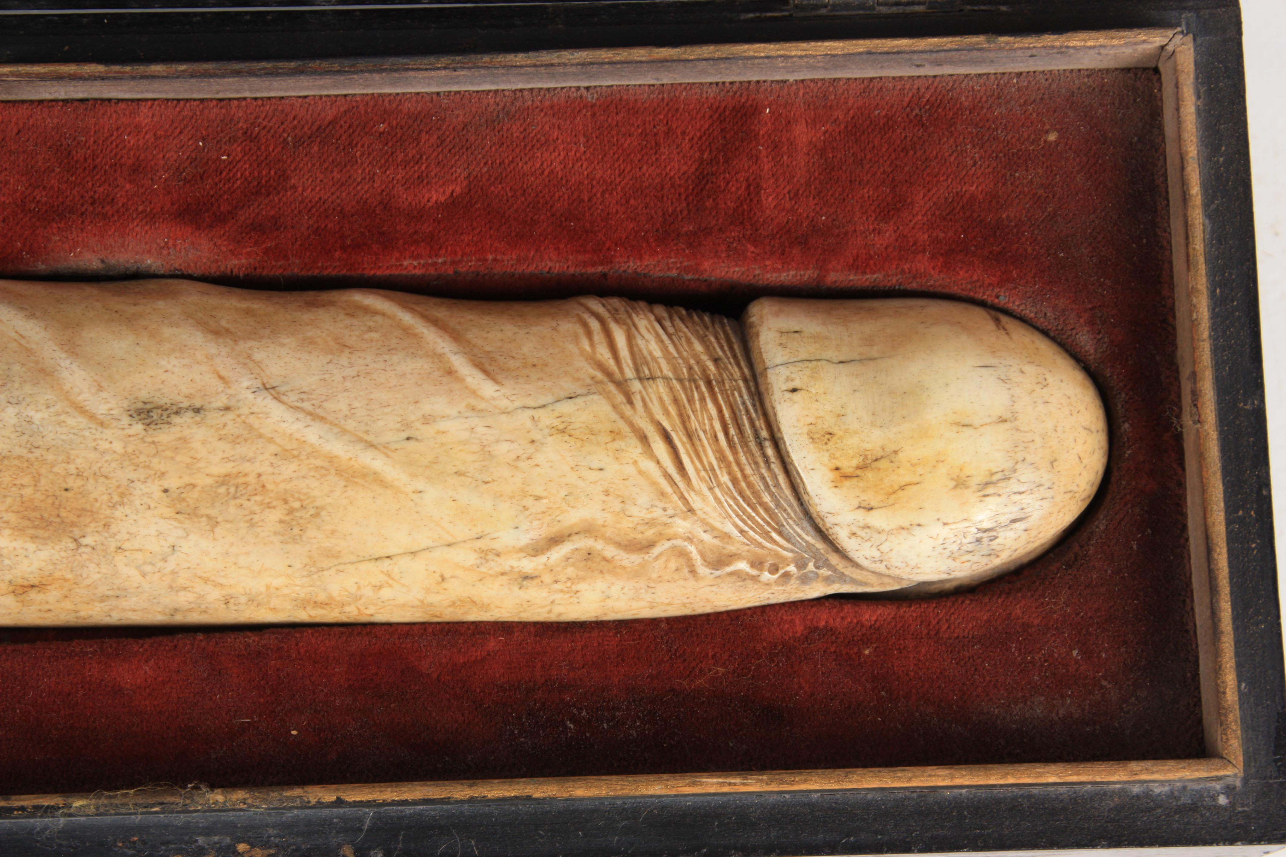 A RARE 19TH CENTURY CARVED BONE EROTIC SCULPTURE modelled as a phallus with turned wood handle to - Image 12 of 16