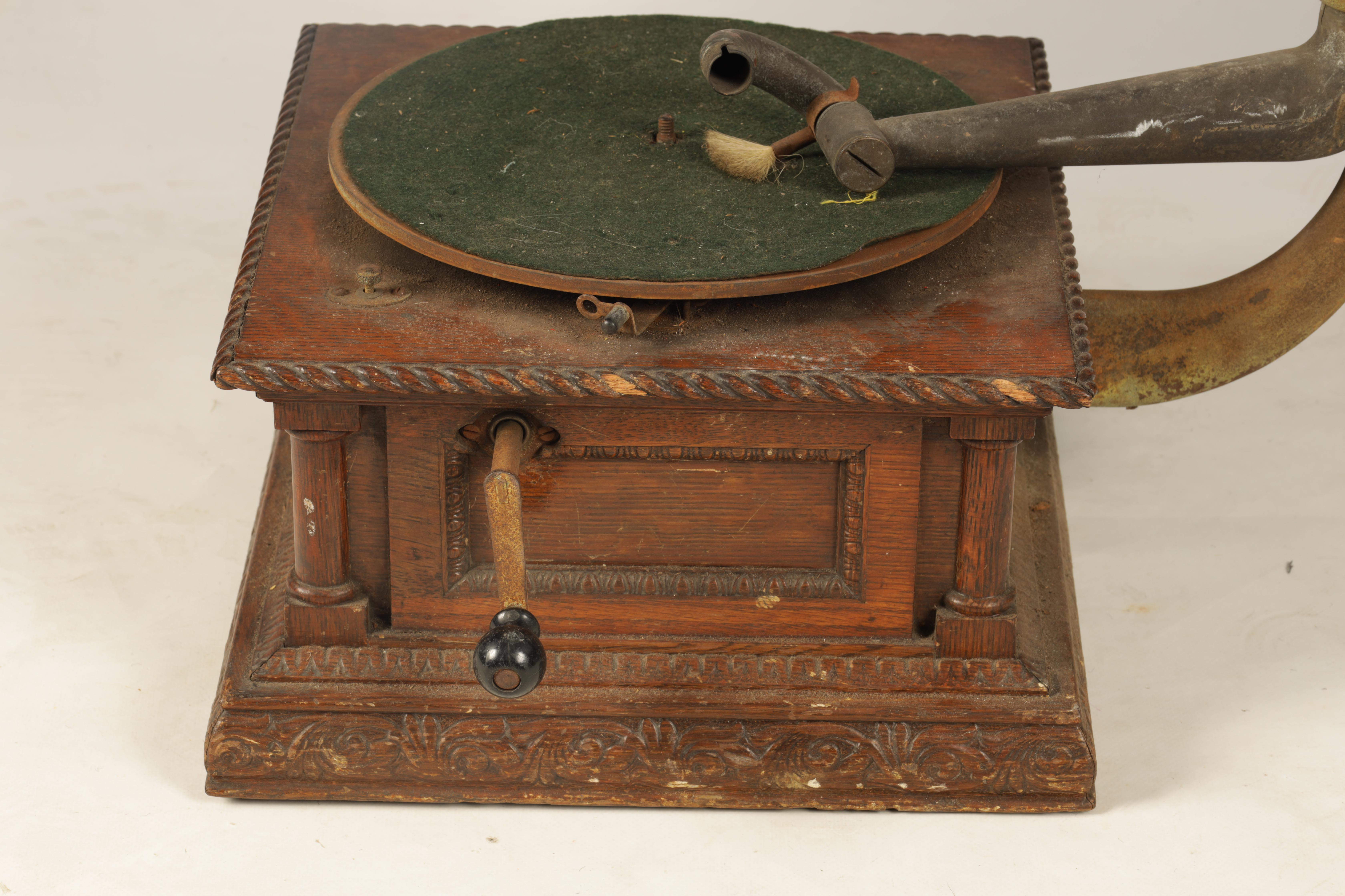AN EARLY 20TH CENTURY OAK CASED HORN GRAMOPHONE, BY THE GRAMOPHONE & TYPEWRITER LTD having a - Image 3 of 8
