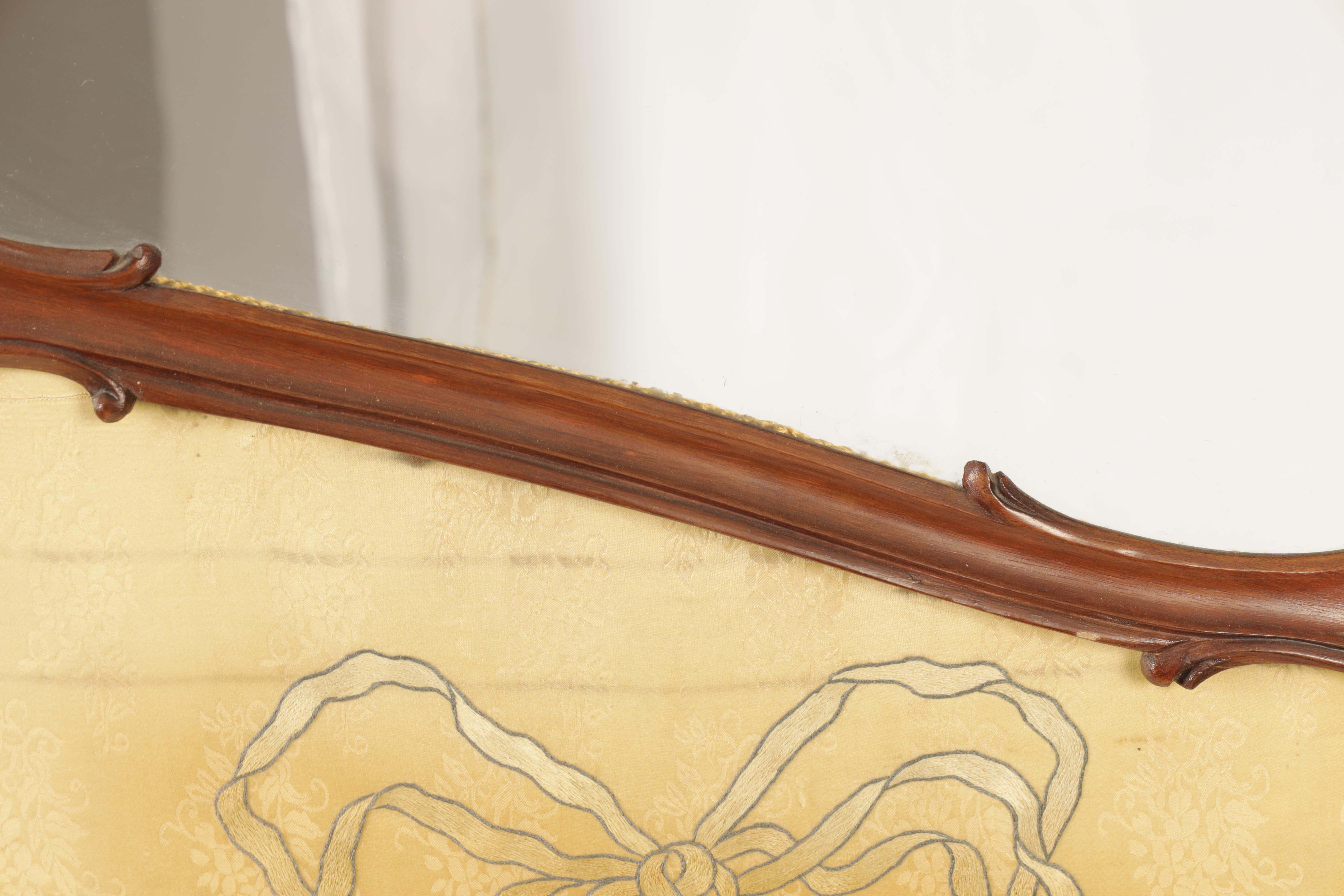 A 19TH CENTURY FRENCH ROCOCO WALNUT FOLDING SCREEN having original silk tapestry panels below - Image 7 of 8