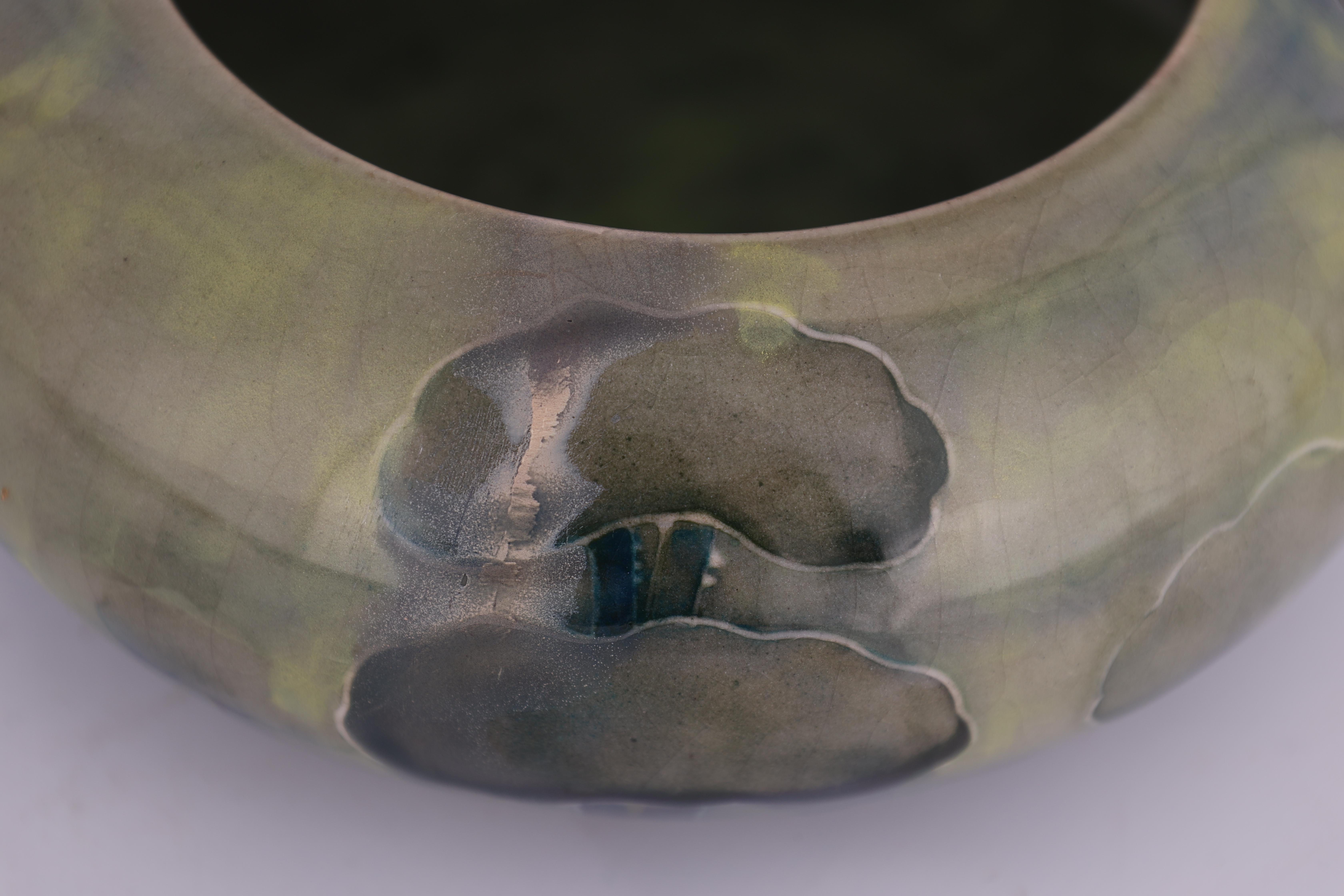 A WILLIAM MOORCROFT BURSLEM SHALLOW BOWL WITH CURVED RIM decorated in the Hazeldene pattern in - Image 5 of 5
