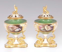 A FINE PAIR OF REGENCY WORCESTER FLIGHT BARR & BARR POT POURRI VASES AND COVERS
