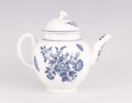 AN 18TH CENTURY WORCESTER BLUE AND WHITE TEAPOT