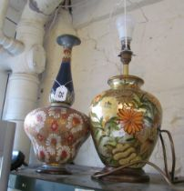 A table lamp and Doulton vase (a/f)