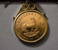 Gold Krugerrand 1974 KM 73, approx 33 Grams .900 on a long fine 9ct Gold Chain, boxed.