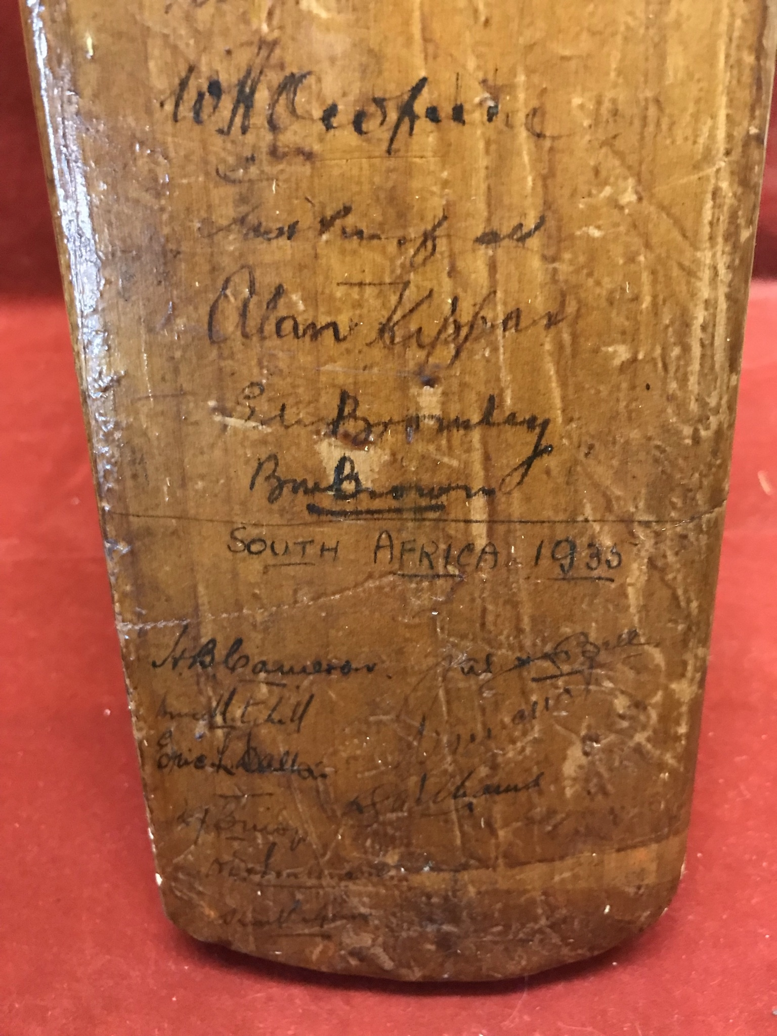 A Hobbs No 6 Cricket Bat autographed with 1934 Australia including Bradman, Chipperfield, O' - Image 4 of 7