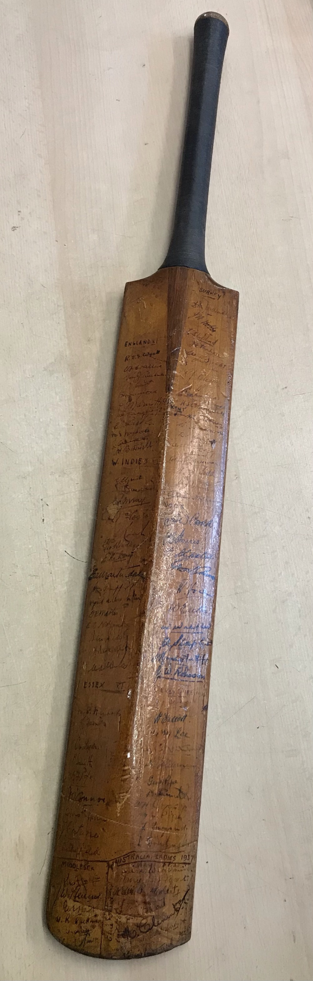 A Hobbs No 6 Cricket Bat autographed with 1934 Australia including Bradman, Chipperfield, O'