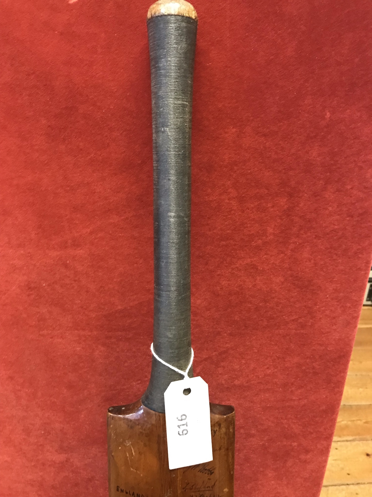 A Hobbs No 6 Cricket Bat autographed with 1934 Australia including Bradman, Chipperfield, O' - Image 3 of 7