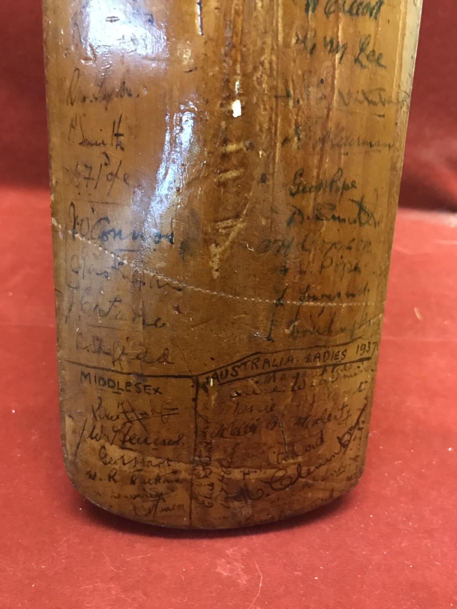 A Hobbs No 6 Cricket Bat autographed with 1934 Australia including Bradman, Chipperfield, O' - Image 7 of 7