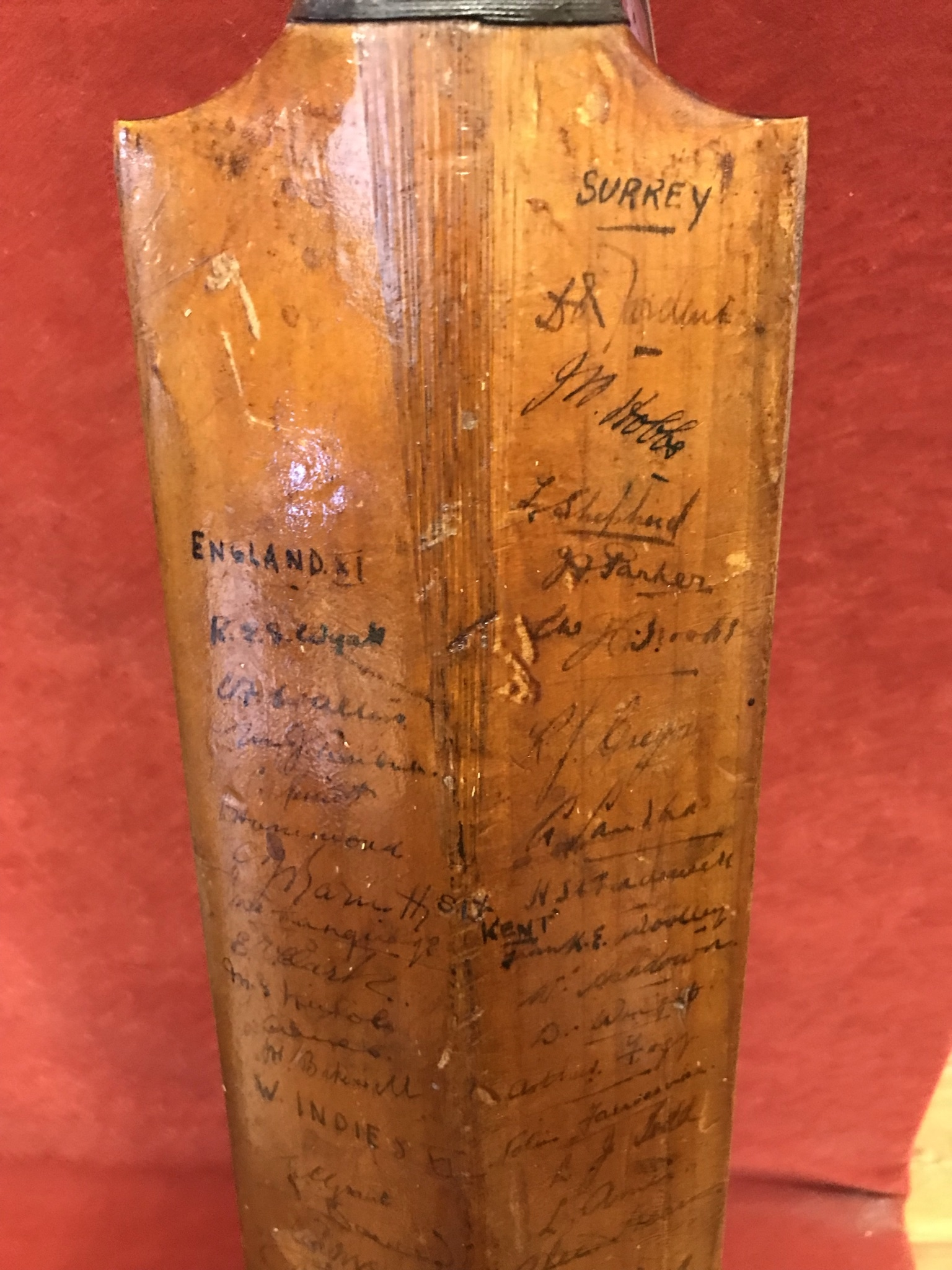 A Hobbs No 6 Cricket Bat autographed with 1934 Australia including Bradman, Chipperfield, O' - Image 2 of 7