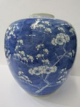 ORIENTAL CERAMICS, Large Chinese underglaze blue ginger jar, Hawthorn Blossom design with 4