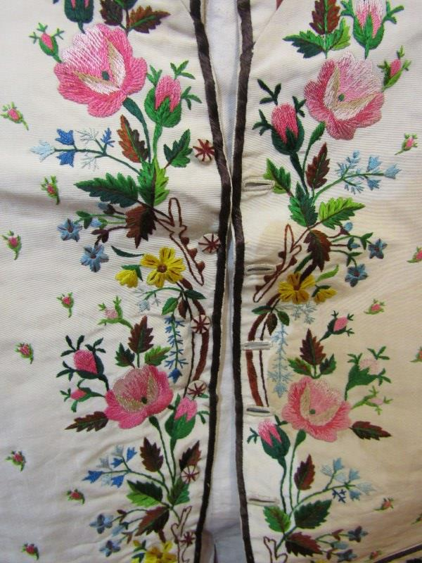 ANTIQUE WAISTCOAT, a late 18th/early 19th Century finely embroidered waistcoat, the floral & foliate - Image 3 of 4