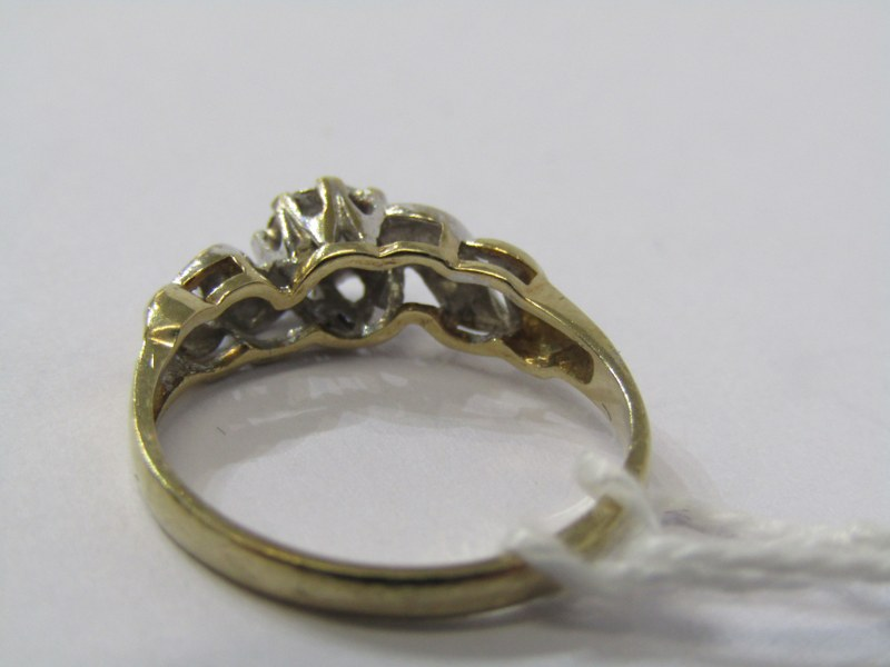 9CT YELLOW GOLD DAIMOND SOLITAIRE RING, principal illusion set diamond with accent diamonds to - Image 3 of 3