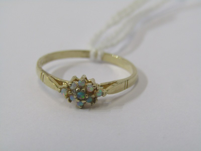 9CT YELLOW GOLD OPAL CLUSTER RING, size N