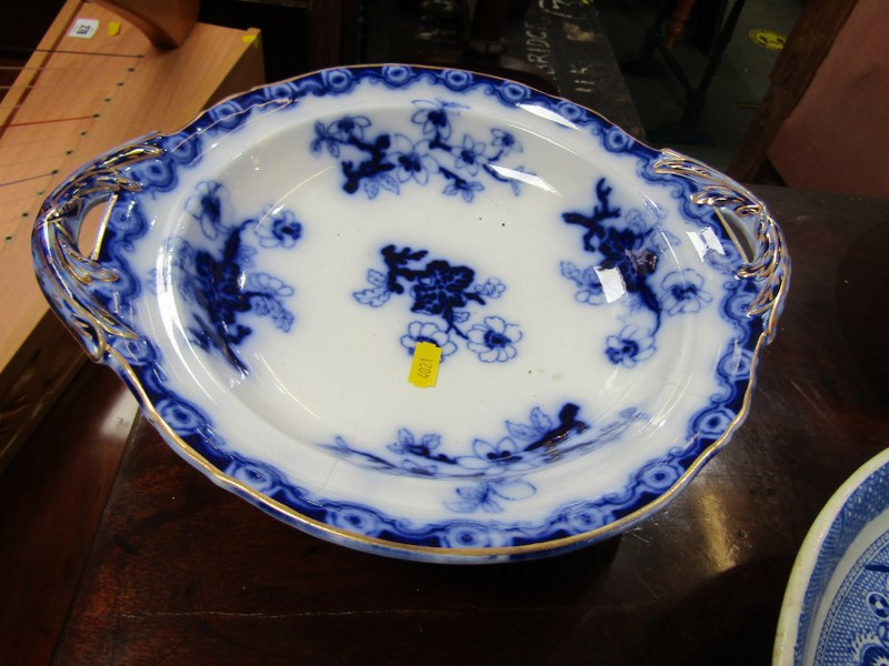 WILLOW PATTERN, 2 Victorian Willow pattern comports and 2 other stands (some damage) - Image 5 of 5