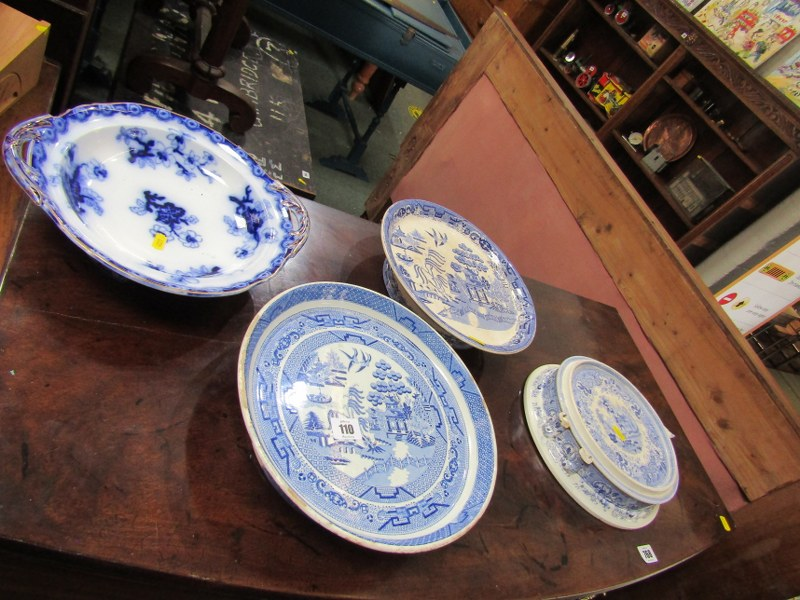 WILLOW PATTERN, 2 Victorian Willow pattern comports and 2 other stands (some damage)
