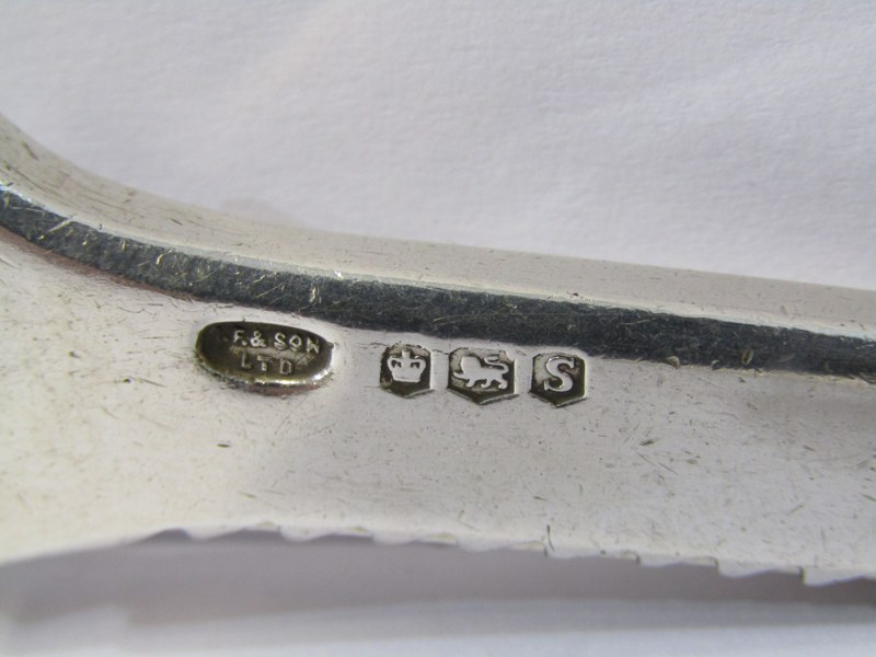 NOVELTY SILVER GRAPE SCISSORS, the handles decorated with foxes, vines and grapes, Sheffield 1935, - Image 3 of 3