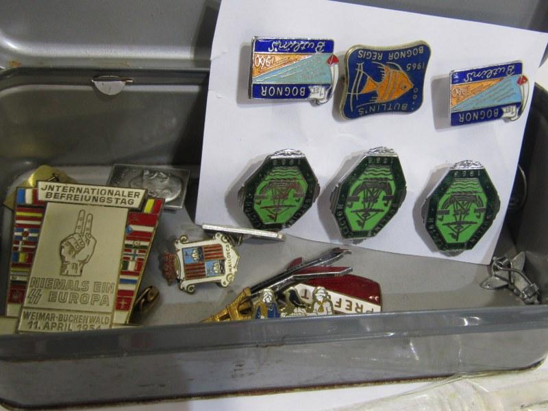 GERMAN MEDALS & CAP BADGES, a bronze & enamel Mothers Cross, assorted cap badges & other insignia, - Image 2 of 4