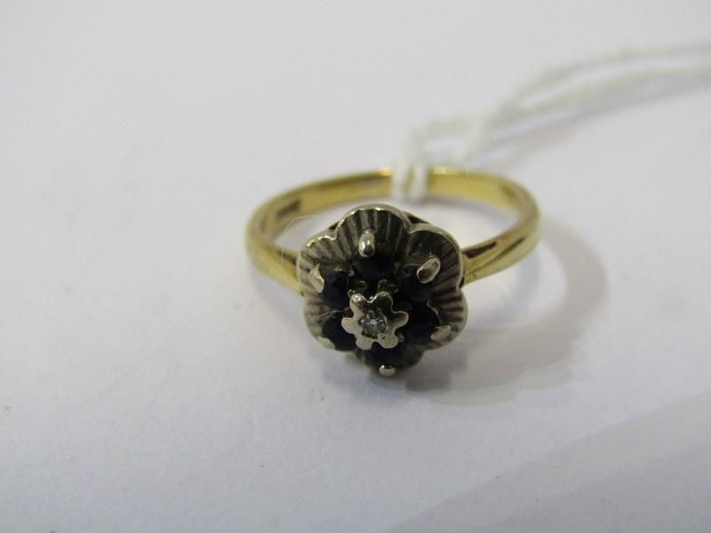 18ct YELLOW GOLD SAPPHIRE & DIAMOND CLUSTER RING, size J/K