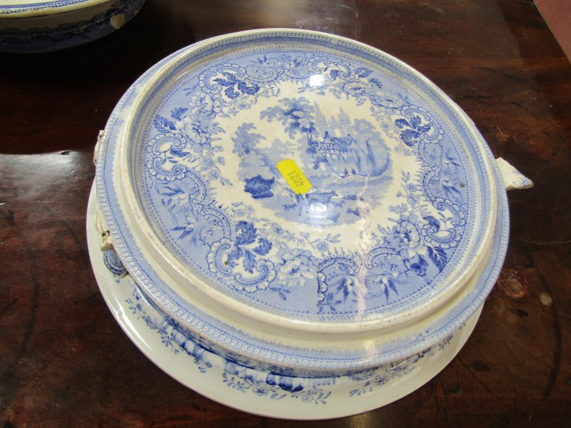 WILLOW PATTERN, 2 Victorian Willow pattern comports and 2 other stands (some damage) - Image 2 of 5