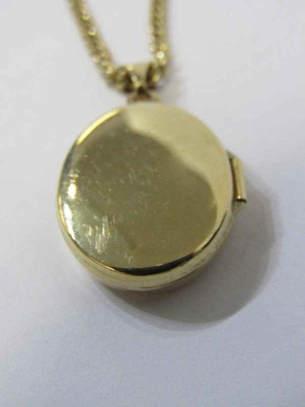 9ct YELLOW GOLD LOCKET on 9ct yellow gold curb link necklace, combined weight of approx 8.4 grams - Image 3 of 4