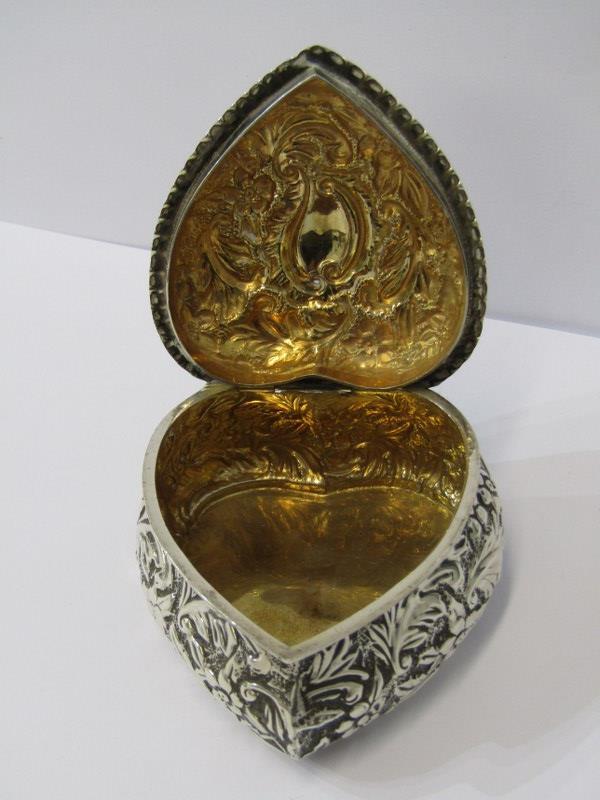 """A SILVER HEART SHAPED BOX, with foliate engraved decoration, Birmingham 1876, 3"""" (8cms) length, 78 - Image 4 of 4"""