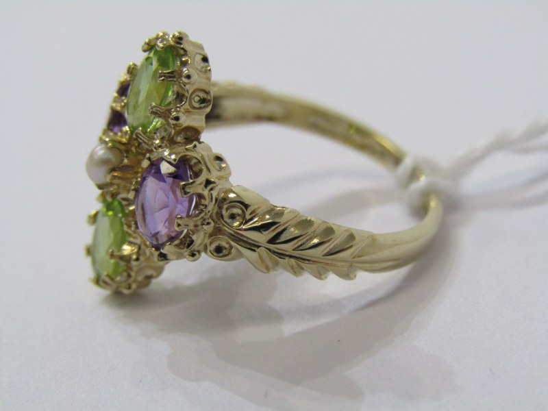 9CT YELLOW GOLD SUFFRAGETTE STYLE RING, amethyst, peridot & seed pearl giving the purple, green & - Image 2 of 3