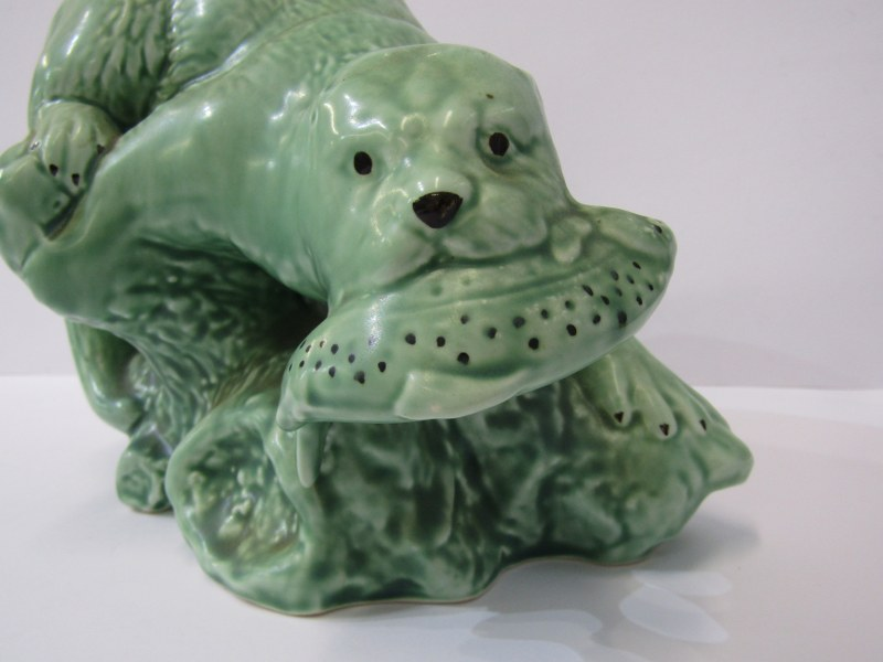 """SYLVAC, green glazed Otter, mould no 3459, 7.5"""" height - Image 2 of 4"""