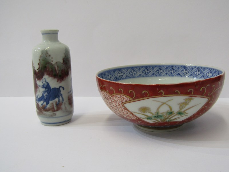 ORIENTAL CERAMICS, Arita rice bowl with gilded floral reserves, also cylindrical porcelain snuff