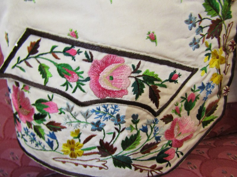 ANTIQUE WAISTCOAT, a late 18th/early 19th Century finely embroidered waistcoat, the floral & foliate - Image 2 of 4
