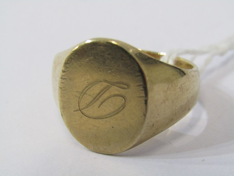 GOLD SIGNET RING, 9ct gold signet ring with oval plaque, size U, 7.3 grams