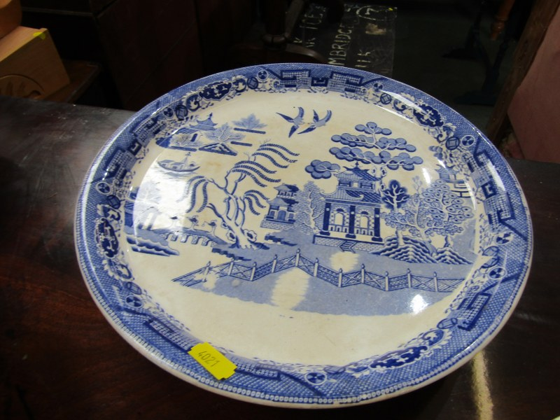 WILLOW PATTERN, 2 Victorian Willow pattern comports and 2 other stands (some damage) - Image 3 of 5