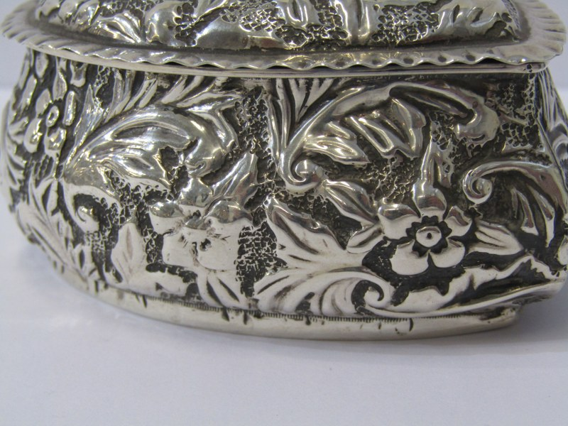 """A SILVER HEART SHAPED BOX, with foliate engraved decoration, Birmingham 1876, 3"""" (8cms) length, 78 - Image 2 of 4"""