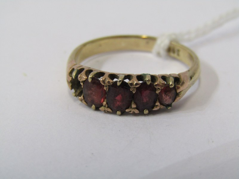 9ct YELLOW GOLD GARNET RING, (missing 1 stone), size N/O