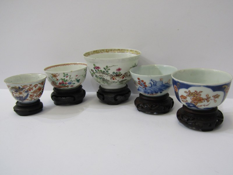 ORIENTAL PORCELAIN, collection of 5 antique oriental porcelain sake and rice bowls with hardwood